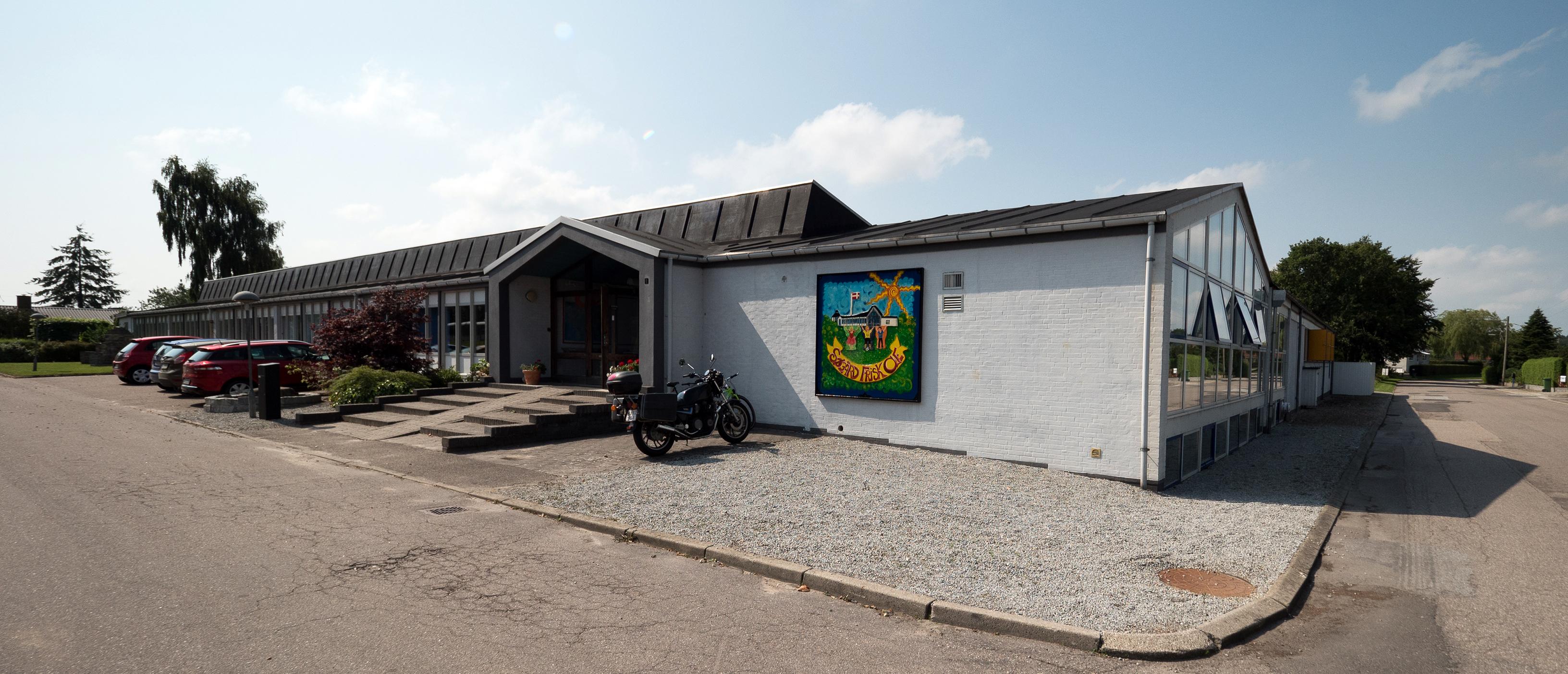 Skolen ligger på Søgård Ringvej 1.
